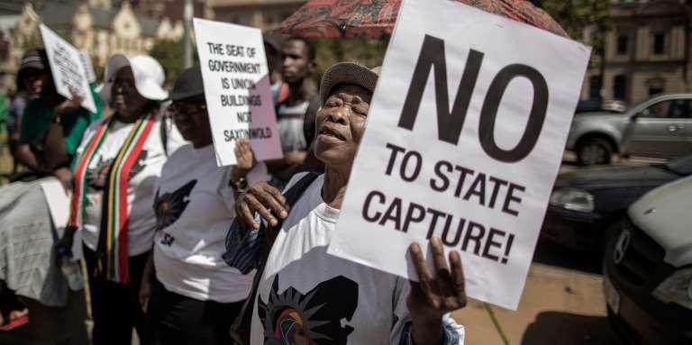 Manifestation contre le président sud-africain, Jacob Zuma, devant le siège du Trésor public, le 3avril 2017, à Pretoria.
