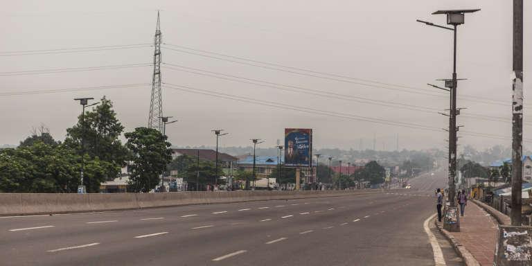 Une rue de Kinshasa, en décembre.