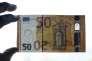 Présentation de la nouvelle coupure de 50 euros au siège de la Banque centrale allemande, la Bundesbank, à Francfort, le 16 mars 2017.