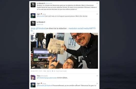 Faute de compte certifié, des journalistes du Monde.fr ont dû se prendre en photo pour attester de l'authenticité du compte du journal.