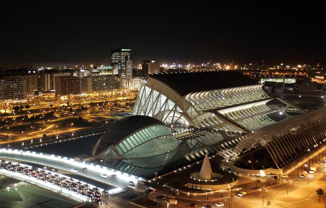 Avant la crise la ville de Valence s'était dotée de grandes infrastructures modernes. Ici, la cité des Arts et des Sciences dessinée par Santiago Calatrava Valls.