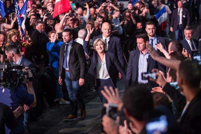 Marine Le Pen en meeting à Bordeaux, dimanche 2 avril.