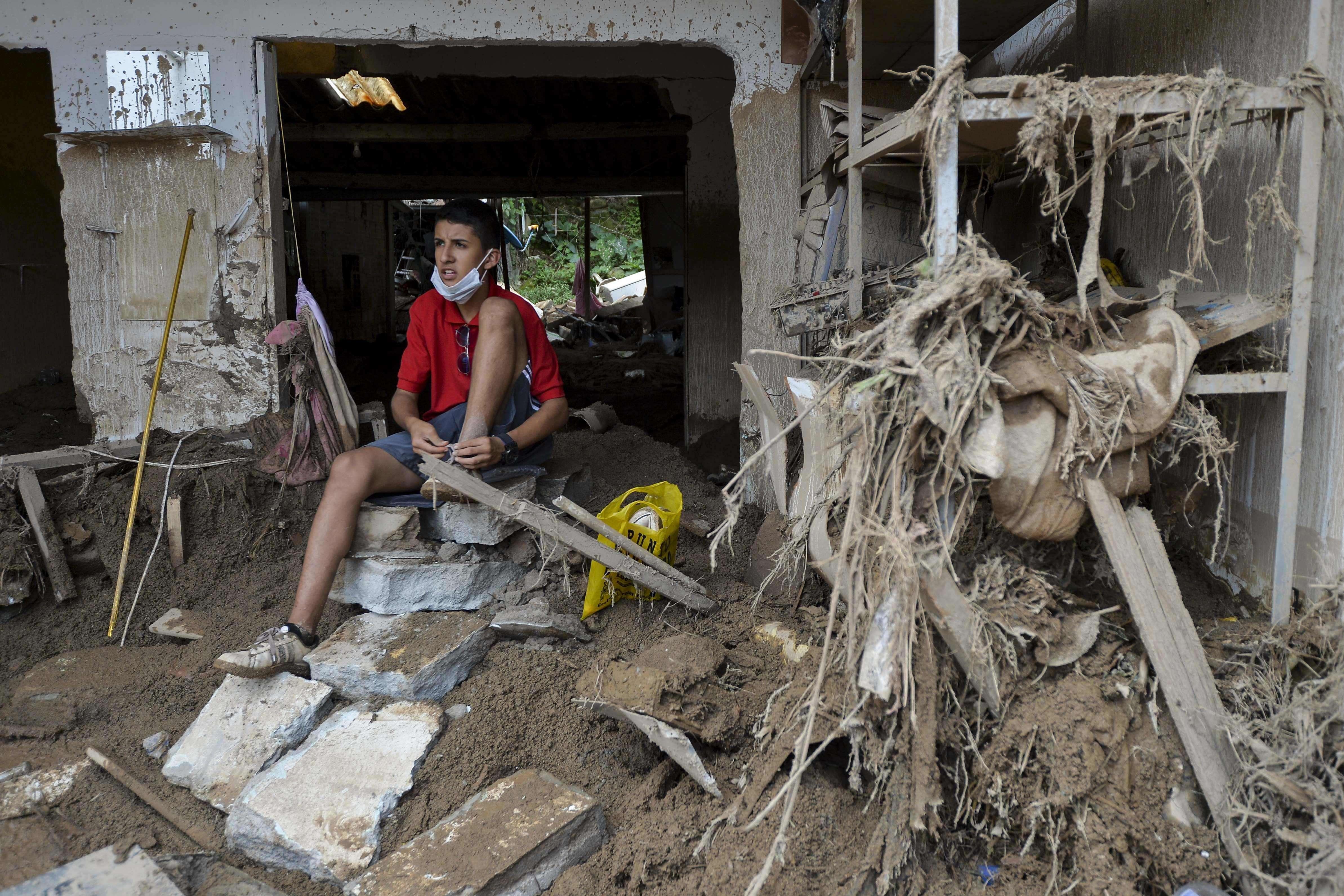 la coul e de boue en colombie a fait au moins 290 morts selon un nouveau bilan. Black Bedroom Furniture Sets. Home Design Ideas