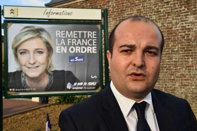 David Rachline, le maire (FN) de Fréjus (Var) et le directeur de campagne de Marine Le Pen, le 3 avril, à La Bazoche-Gouet (Eure-et-Loir).