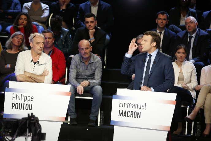 Sur le plateau du débat de BFM-TV et CNews, rassemblant les onze candidats à l'élection présidentielle à Aubervilliers, le 4 avril.