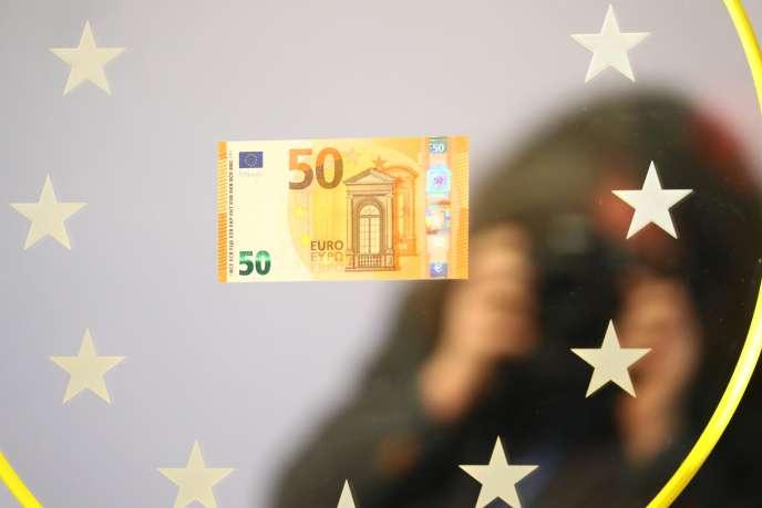 «Après près de vingt ans d'euro, nos dettes sont essentiellement en euros, et les convertir unilatéralement dans une autre monnaie serait considéré comme un défaut par les agences de notation et les investisseurs.»