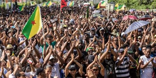 Une manifestation à Kourou, en Guyane, le 4 avril 2017.