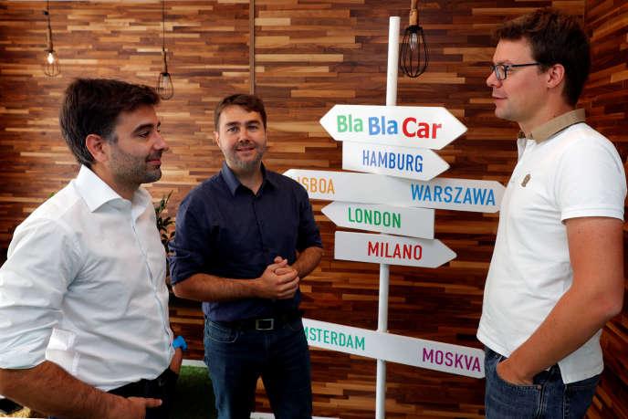 Frédéric Mazzella (au centre), Nicolas Brusson (à gauche) et Francis Nappez (à droite), les trois cofondateurs de Blablacar, à Paris, en 2016.