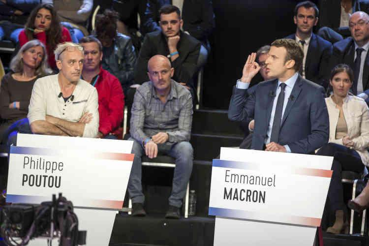 Emmanuel Macron, s'adressant à Marine Le Pen: «Ce que vous proposez, c'est le nationalisme,[et]le nationalisme, c'est la guerre. »