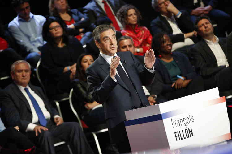 François Fillon, la voix cassée, a répondu sur sa mise en examen en persistant à dire: «Je n'ai pas commis d'erreurs. On a voulu me faire taire, m'éliminer. »