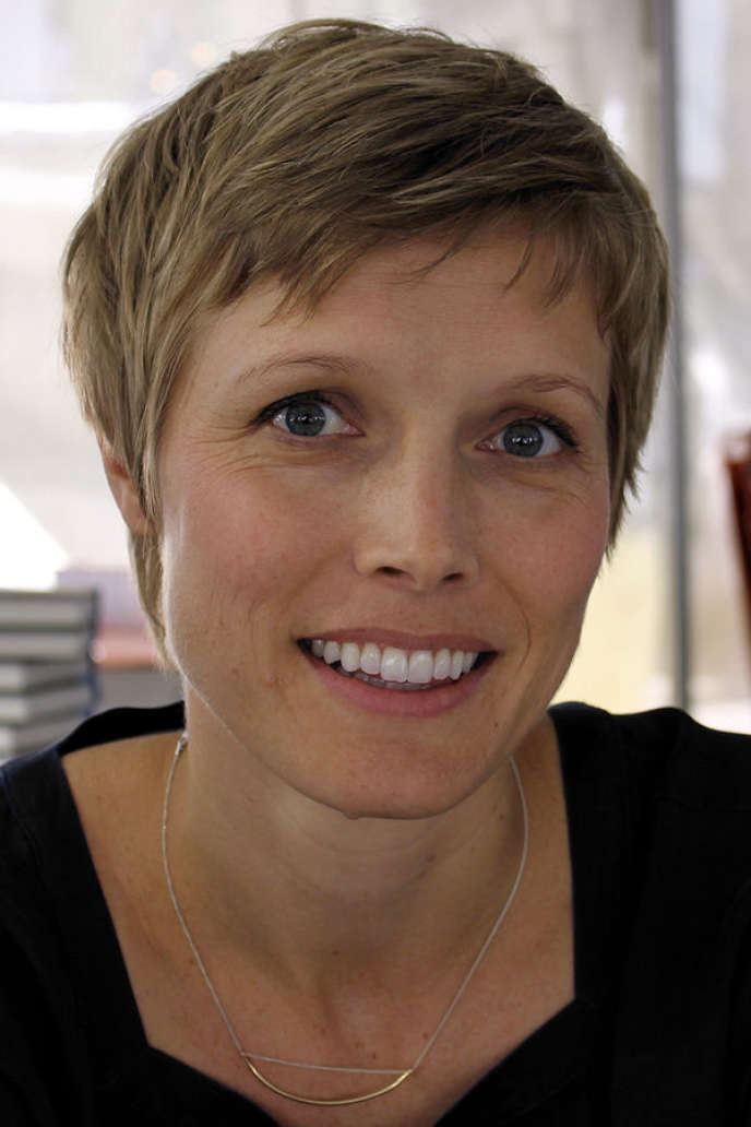 L'écrivaine américaine Louisa Hall, 2015.