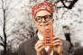 Costume en laine et chemise coton, Hermès. Cravate rayée en soie, Charvet. Pince cravate dorée, Louis Vuitton. Couronne effet corail, J.W. Anderson. Iphone case, Chaos.