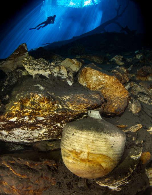 Dans les profondeurs de Mukuiche, un cénote sacrificiel au sud de Maerida, on découvre vestiges mayas et crânes d'animaux.