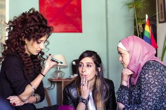 Dans« Je danserai si je veux», trois femmes arabes s'installent en colocation à Tel-Aviv. Fêtes, drogues, alcool, hommes... Les tentations sont nombreuses.