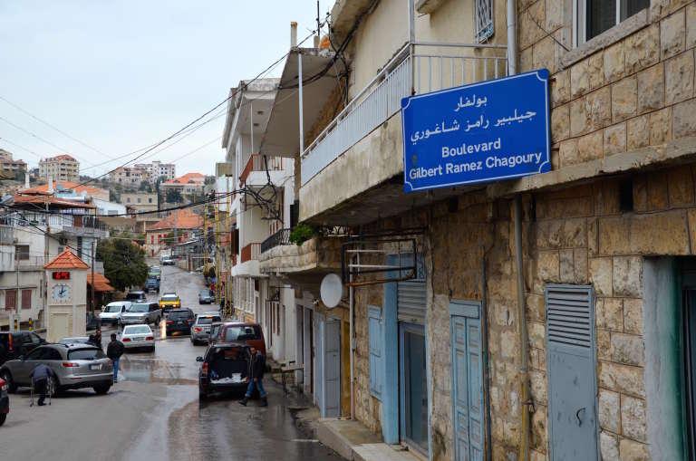 La rue principale de Miziara, au Liban, a été rebaptisée boulevard Gilbert-Ramez-Chagoury, du nom du fils prodigue du village. Sa fortune, acquise au Nigeria, est estimée à plus de 4milliards de dollars.