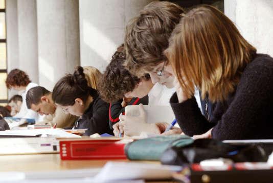 La bibliothèque universitaire de l'université Lyon-III, en2004.