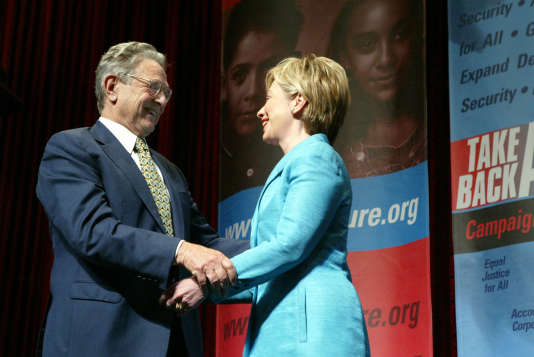 A Washington en 2004, Hillary Clinton et George Soros lors d'une conférence intulée «Take Back America».