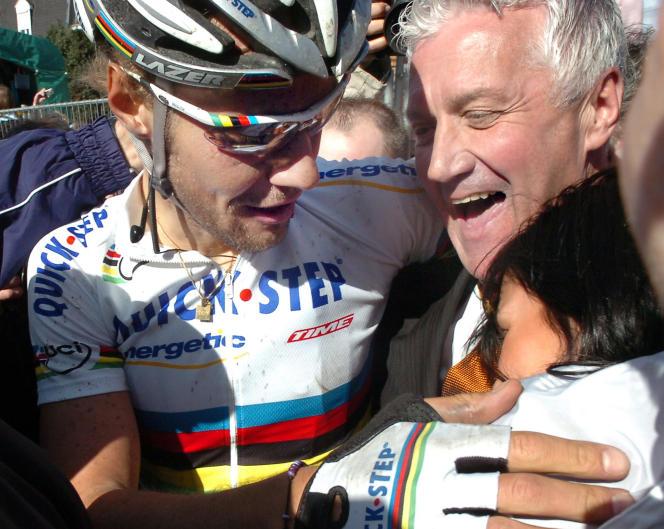 Tom Boonen et Patrick Lefevere, après sa deuxième victoire sur le Tour des Flandres, en 2006.