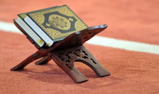 Un coran dans une mosquée de Bretagne.