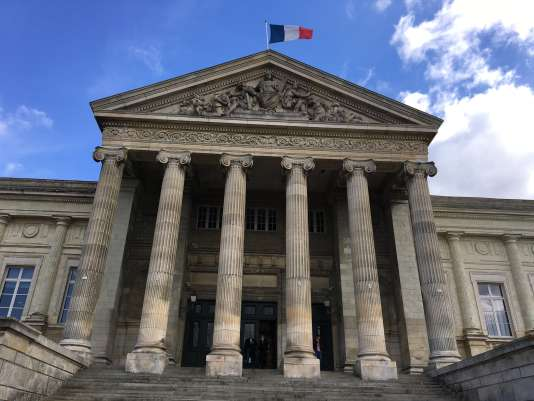 La substitut du procureur arequis contre les deux prévenus dix mois de prison avec sursis, et contre François-Aubert G. 175 heures de travaux d'intérêt général.