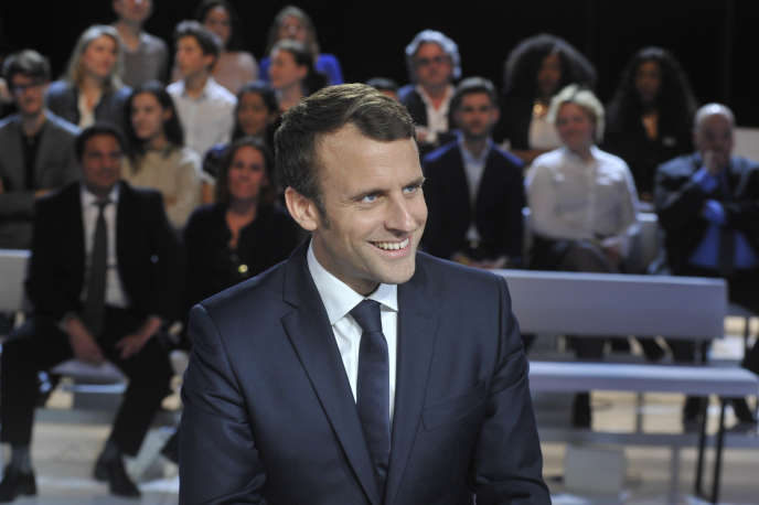 Emmanuel Macron sur  le plâteau télé  avant l'enregistrement de l'Emission Politique