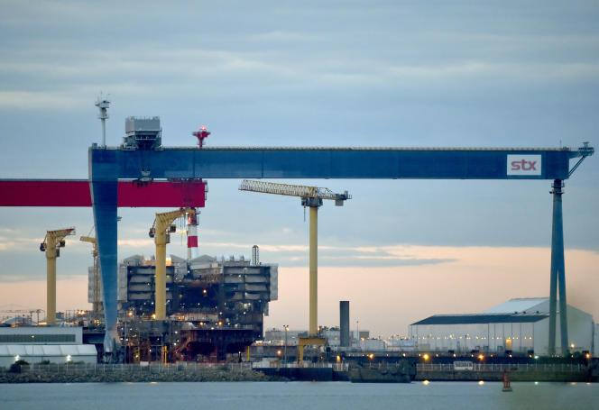 Sur le site des chantiers navals STX, à Saint-Nazaire, la construction d'« Oasis IV», un bateau de croisière géant, le 20 octobre 2016.
