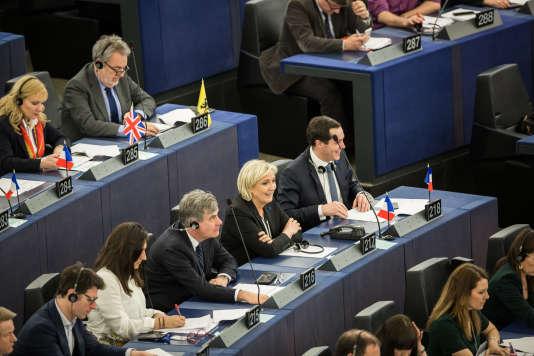 La députée européenne Marine Le Pen en session au parlement européen à Strasbourg, le 5 avril.