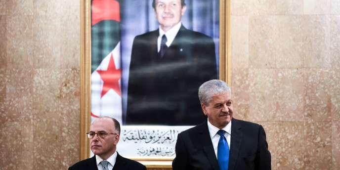 Les premiers ministres français, Bernard Cazeneuve (à gauche), et algérien, Abdelmalek Sellal, le 6avril, à Alger.