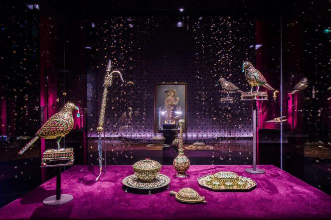 Vue de l'exposition « Des Grands Moghols aux maharajahs, joyaux de la collection Al-Thani » au Grand Palais à Paris, jusqu'au 5 juin 2017.
