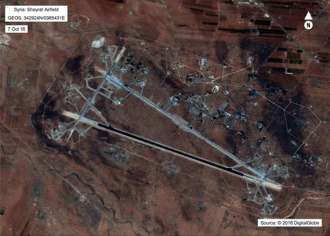 La base aérienne syrienne d'Al-hayrat, visée par des frappes américaines dans la nuit de jeudi à vendredi 8 avril.