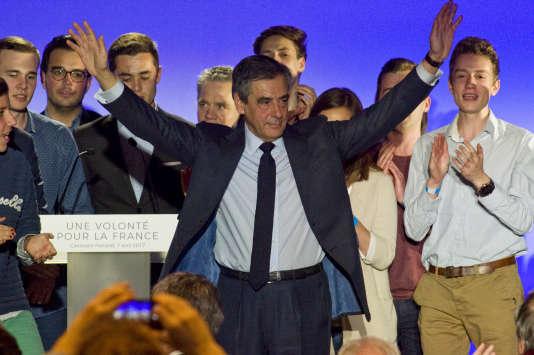 Le candidat Les Républicains à la présidentielle, François Fillon, lors d'un meeting,le 7 avril à Clermont-Ferrand (Puy-de-Dôme).