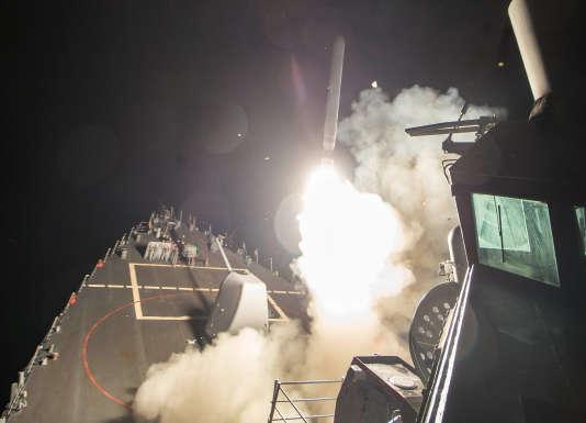 L'armée américaine lance un missile Tomahawk depuis un destroyer situé en Méditerranée, jeudi 6 avril.