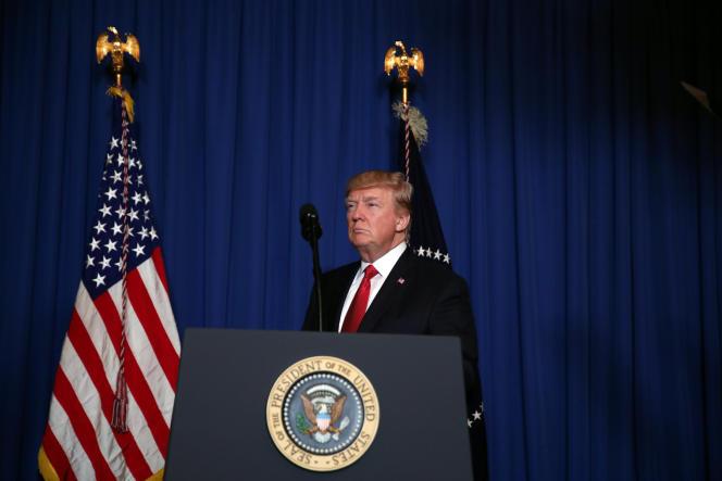 Donald Trump s'apprête à faire une déclaration après le lancement de missiles américains sur la Syrie, le 6 avril.