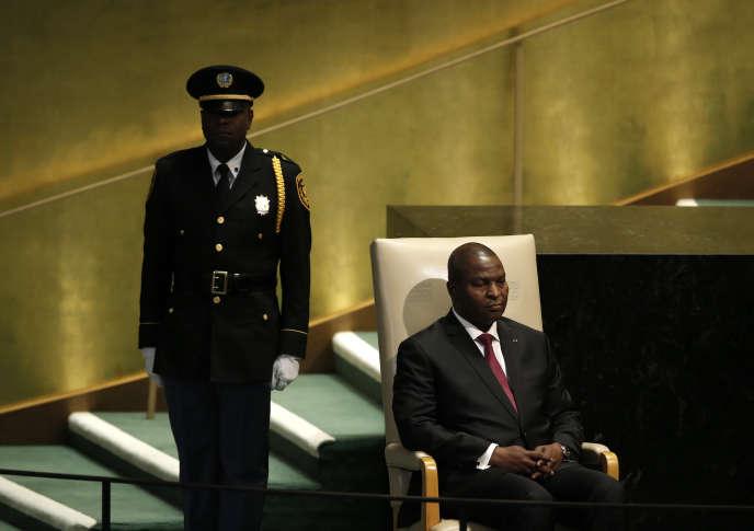 «Face à ce régime en déshérence, les groupes armés occupent les espaces vides. Beaucoup croient voir les mains des deux derniers présidents centrafricains, en exil» (Photo: Le président Faustin-Archange Touadera aux Nations unies, le 23 septembre 2016).