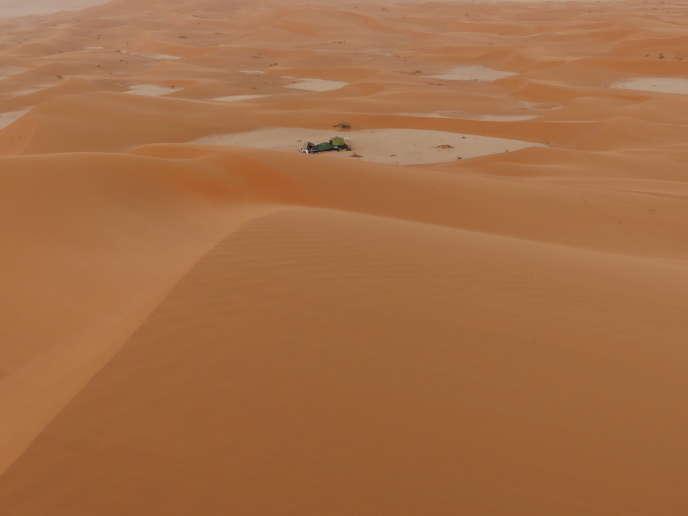 Le campement de Gauthier Toulemonde vu des dunes.