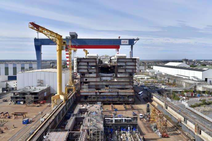 La construction du paquebot géant «OasisIV», à Saint-Nazaire. L'italien Fincantieri détiendra désormais 48 % du capital des chantiers navals STX.