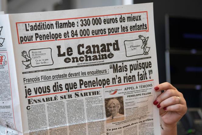 François Fillon dénonce une opération de déstabilisation montée au sommet de l'Etat et relayée complaisamment par les médias.