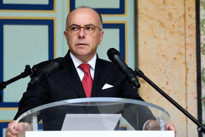 Bernard Cazeneuve, le 7 avril, à Tunis.
