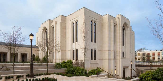 Le temple du Chesnay fermera ses portes aux non-mormons le 13 mai, avant d'être consacré le 21 mai.