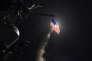 Lancement d'un missile de croisière Tomahawk sur une base aérienne syrienne par la marine américaine le 7 avril.