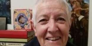Seule concession de Faye Dayaux années qui passent : un sac à dos à roulettes pour épargner son dos.