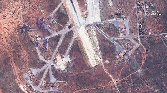 Image satelitte de la base de l'armée syrienne, cible d'un bombardement de l'armée américaine, le 7 avril.