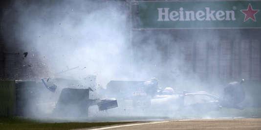 Sortie de piste de la Sauber du rookie italien Antonio Giovinazzi, le 8 avril, lors des qualifications à Shanghaï. Le pilote est indemne.