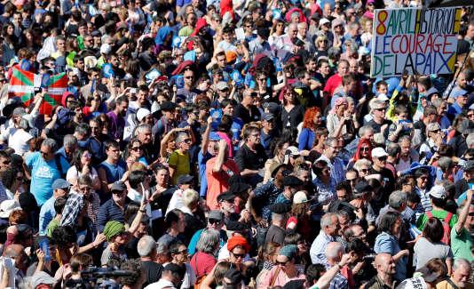 Environ 20000 personnes, selon les organisateurs, étaient réunies place Paul-Bert, à Bayonne (Pyrénées-Atlantiques), samedi 8 avril.