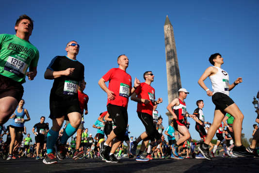 Des milliers de personnes ont participé au marathon de Paris.