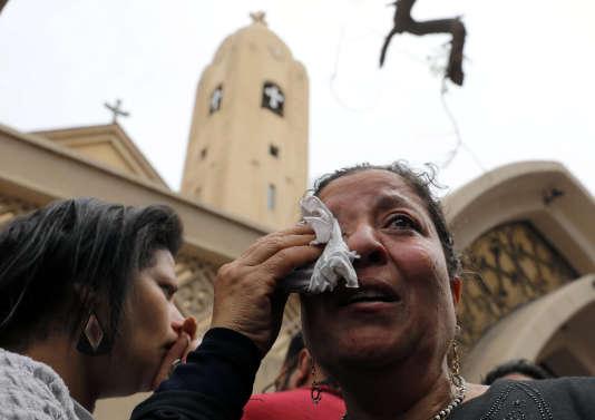 La première explosion a fait au moins 27 morts et 78 blessés dans une église copte de la ville de Tanta, en Egypte.