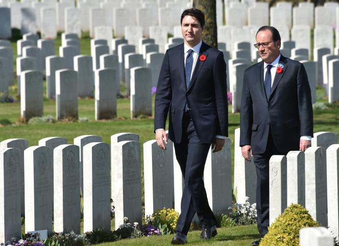 François Hollande et Justin Trudeau ont rendu hommage aux soldats morts dans les batailles d'Arras et de Vimy.
