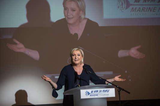 Marine Le Pen lors de son meeting qui s'est finalement tenu dans le hall du Palais des congrès d'Ajaccio le 8 avril.