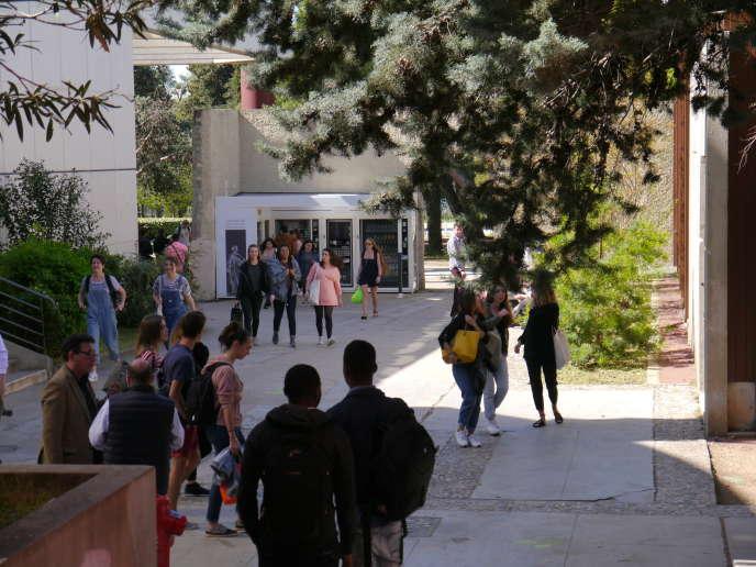 L'université serait la première concernée par l'augmentation des effectifs dans les prochaines années, avec une poussée de plus de 200 000 étudiants attendueen dix ans [université Paul-Valéry Montpellier 3].