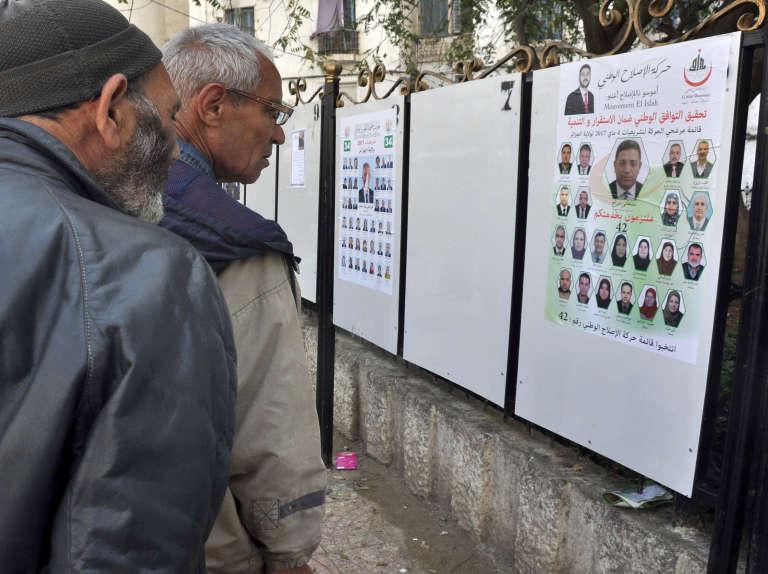 L'électorat algérien en France est réparti en deux zones. Ils sont 463 260 inscrits dans la zone nord et 300 511 dans la zone sud. Ils auront à choisir leurs quatre députés parmi 19 listes dans la zone nord et 14 listes dans la zone sud.